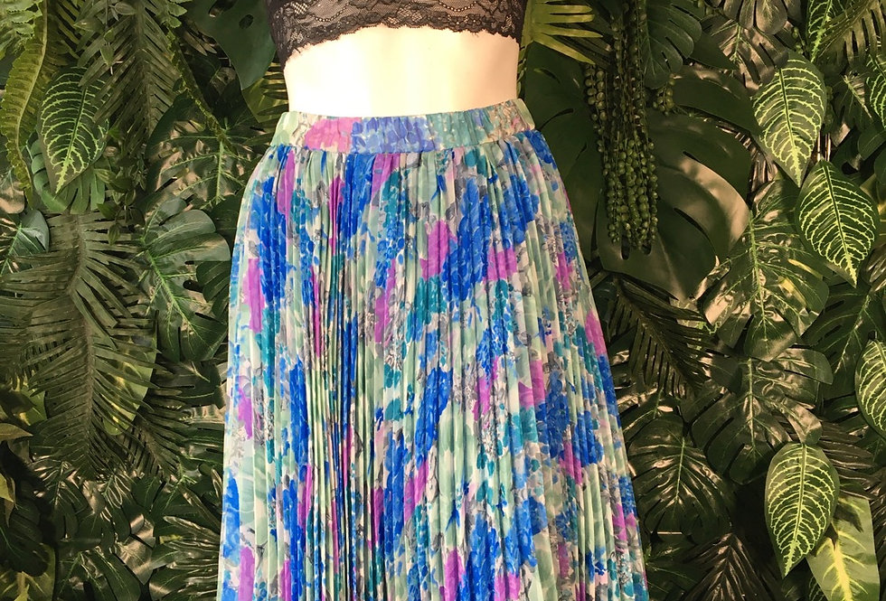 Pleated floral skirt (size 14-16)