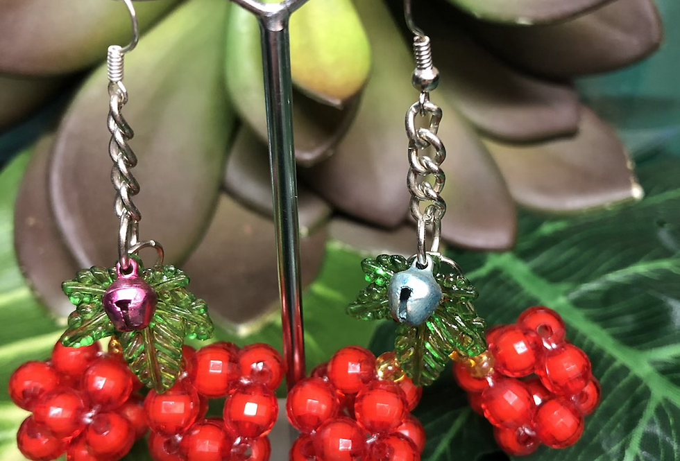Cherry 🍒 beaded earrings