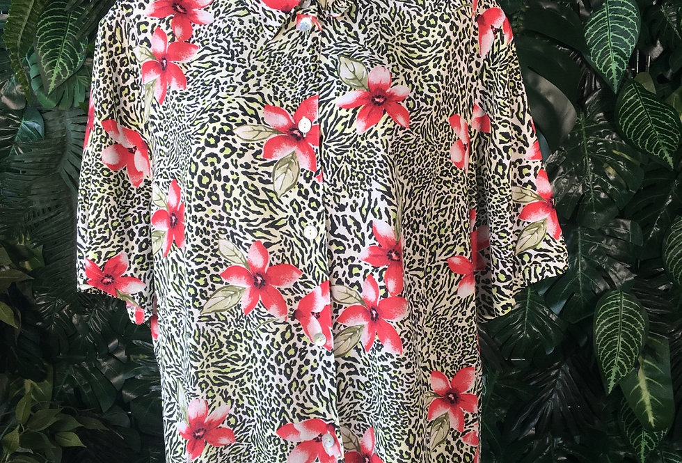 Belle Surprise graphic flower blouse (size 50)