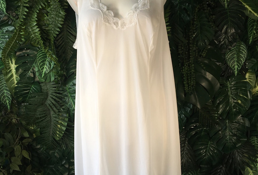 Ivory lace trim slip (size 18)