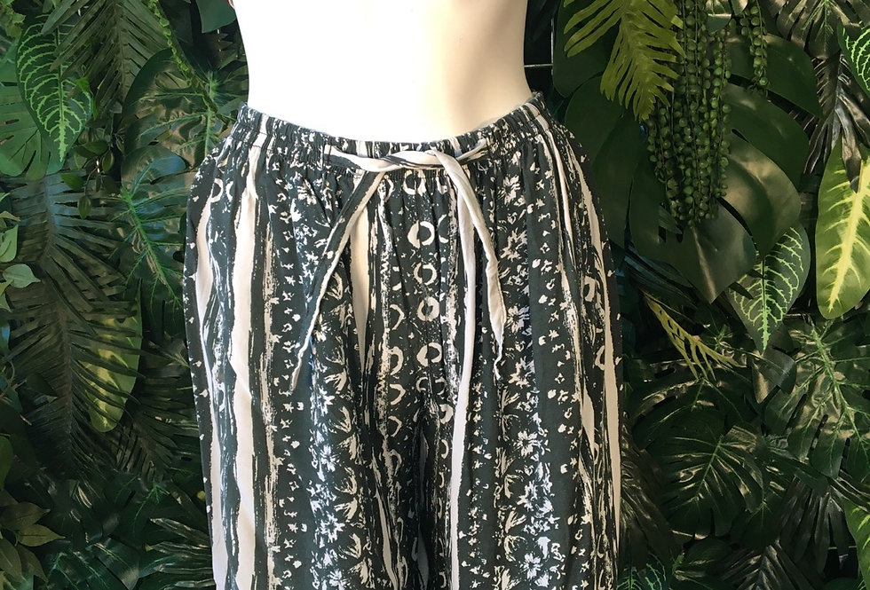 90s printed shorts (Size 12-14)