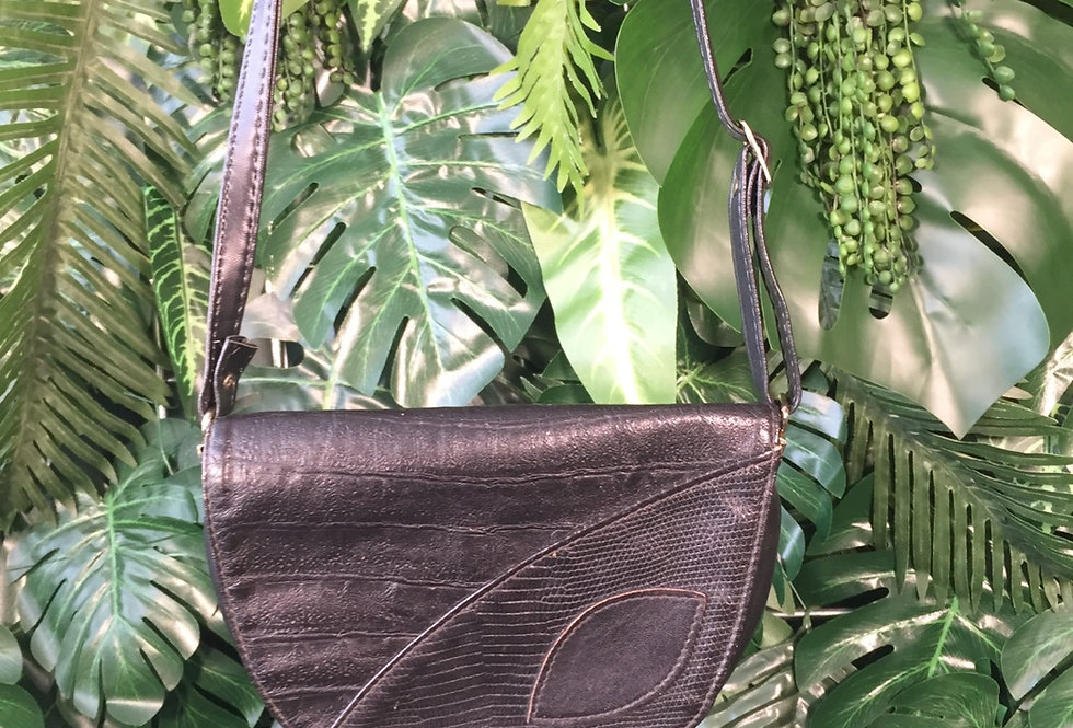 Cute leaf detail leather hand bag