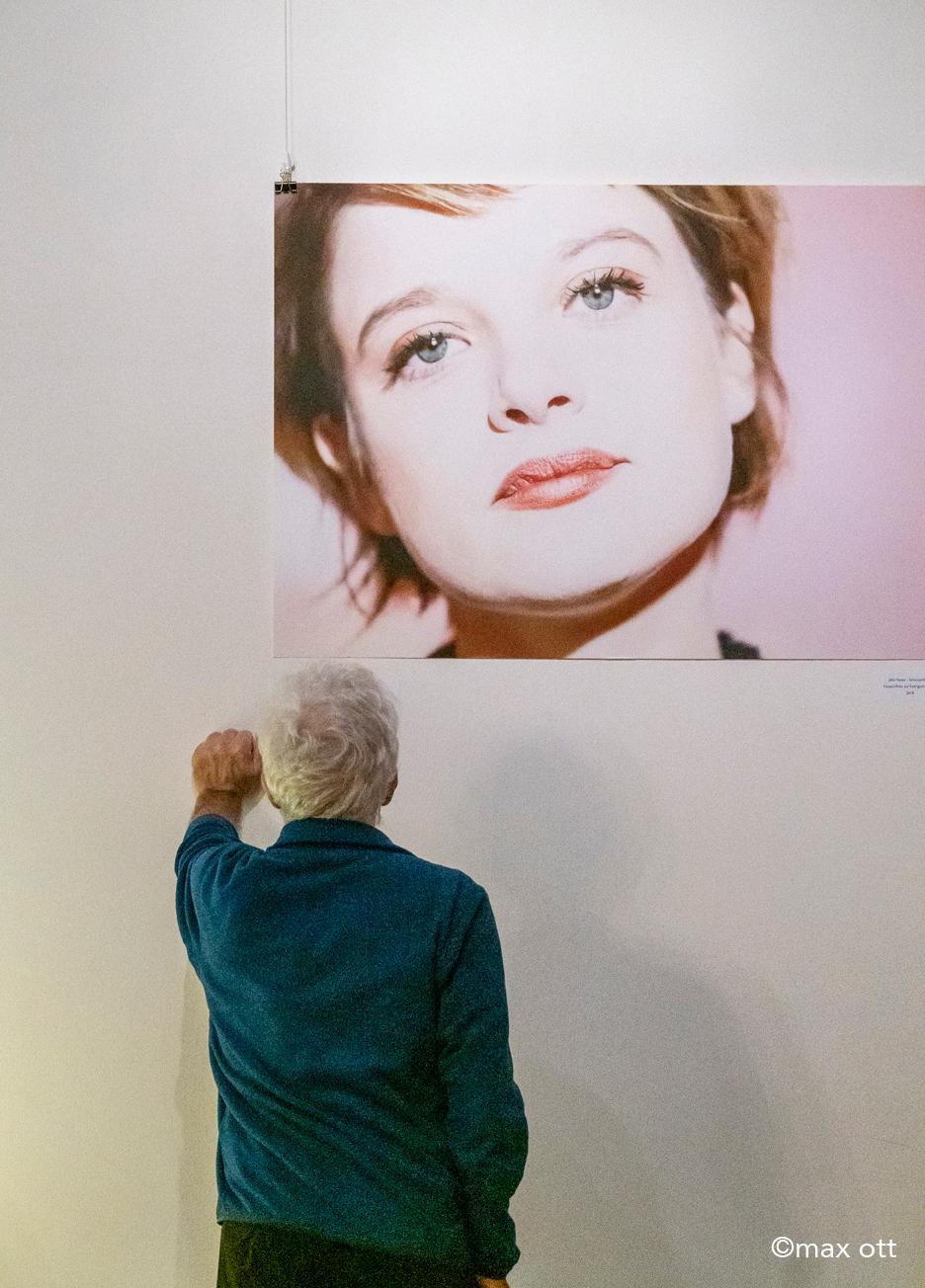 Vernissage 'SINCERITY -behind the Image' der Fotografin Susanne Krauss in der Pasinger Fabrik im Dezember 2018 in München.