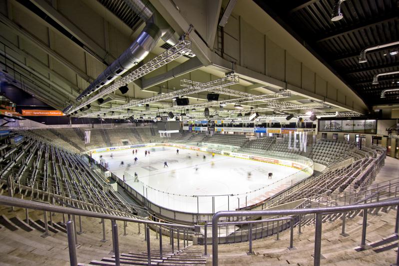 Eishockeystadion, Halle