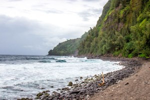 The black sand beach of Waipio Valley