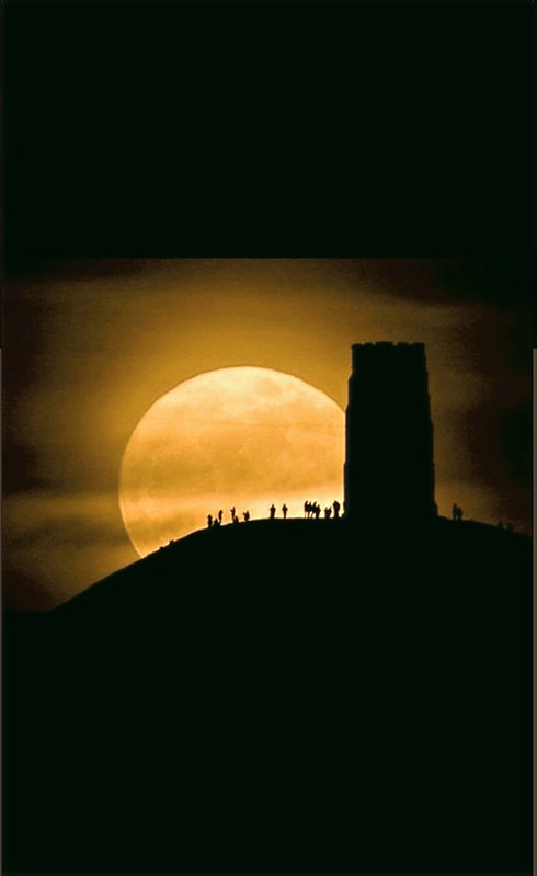 Supermoon%25252520spectacle%25252520for%25252520crowds%25252520on%25252520Glastonbury%25252520Tor%25