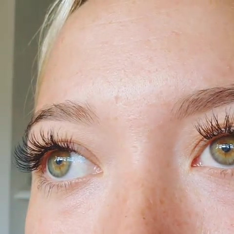 Glossy cashmere eyelash extensions