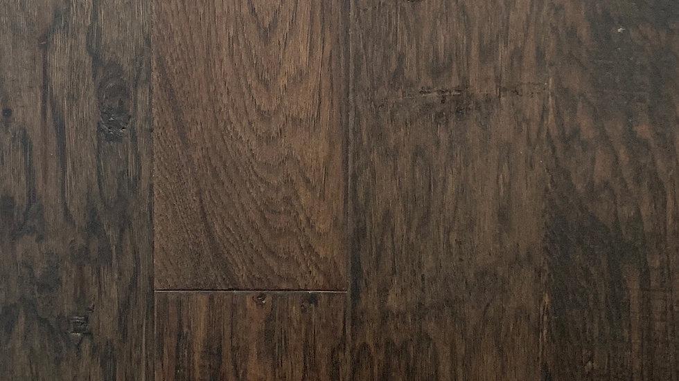 Engineered hardwood click hickory cappochino