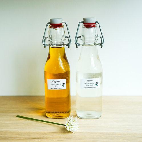 Set of wild garlic oil and vinegar