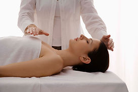 female-therapist-healing-touch-TS-865434