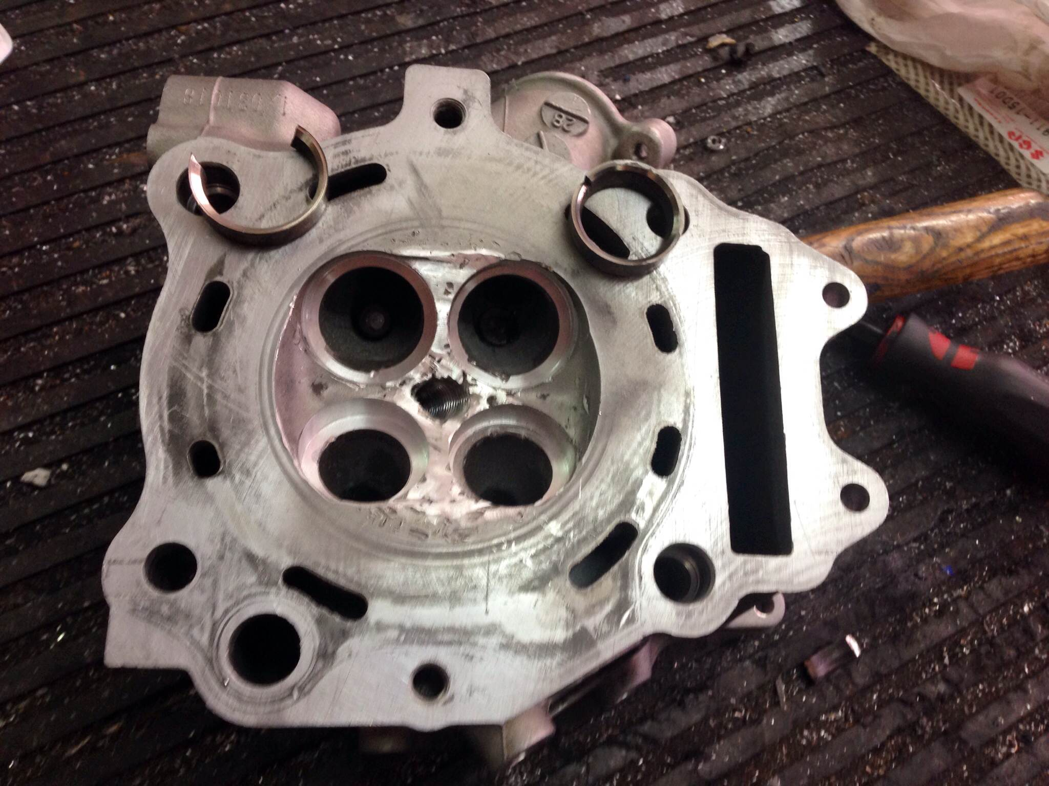 Reparación culata Suzuki Burgman 250
