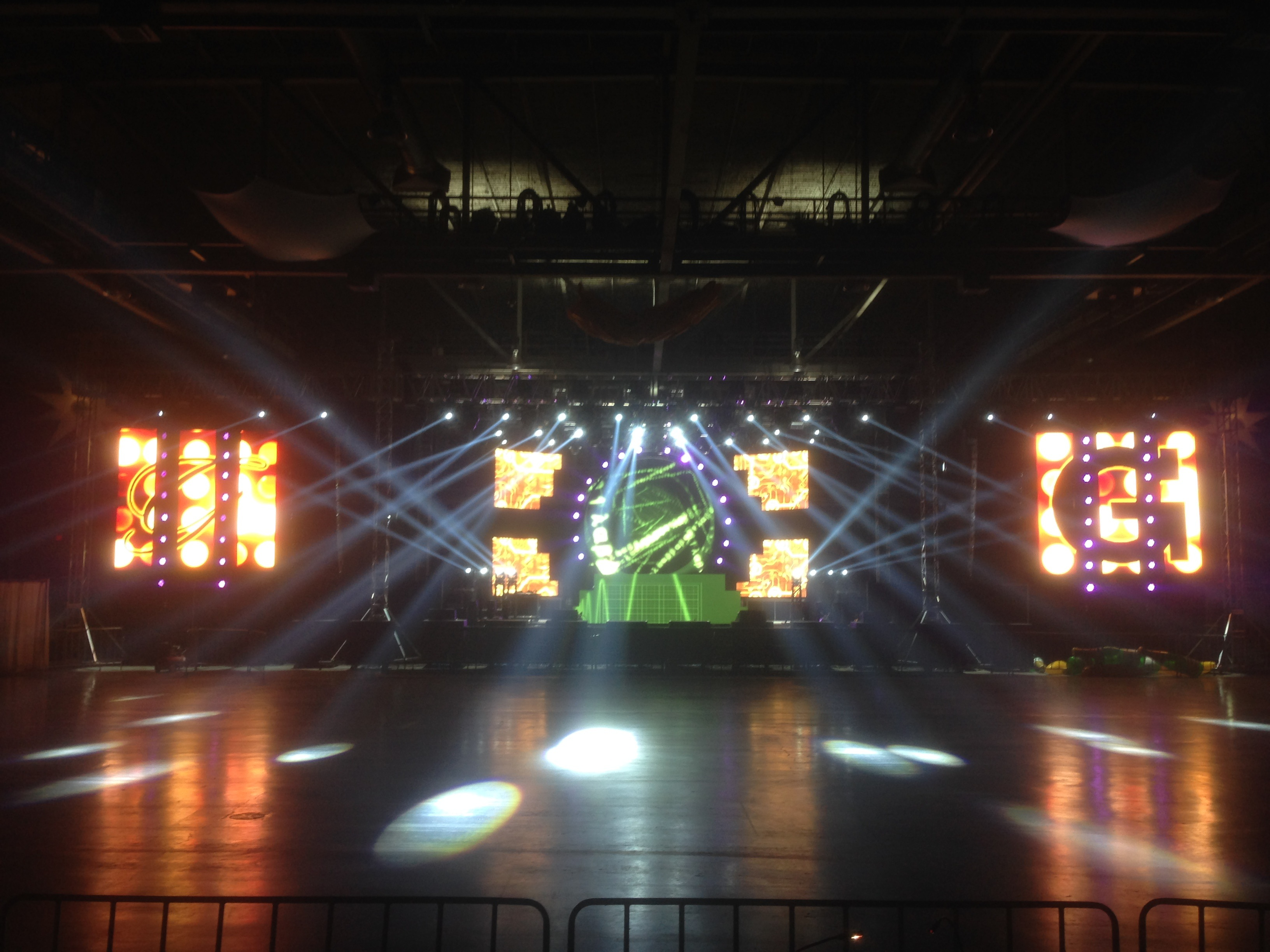 LED screens @ Glitter & Gold