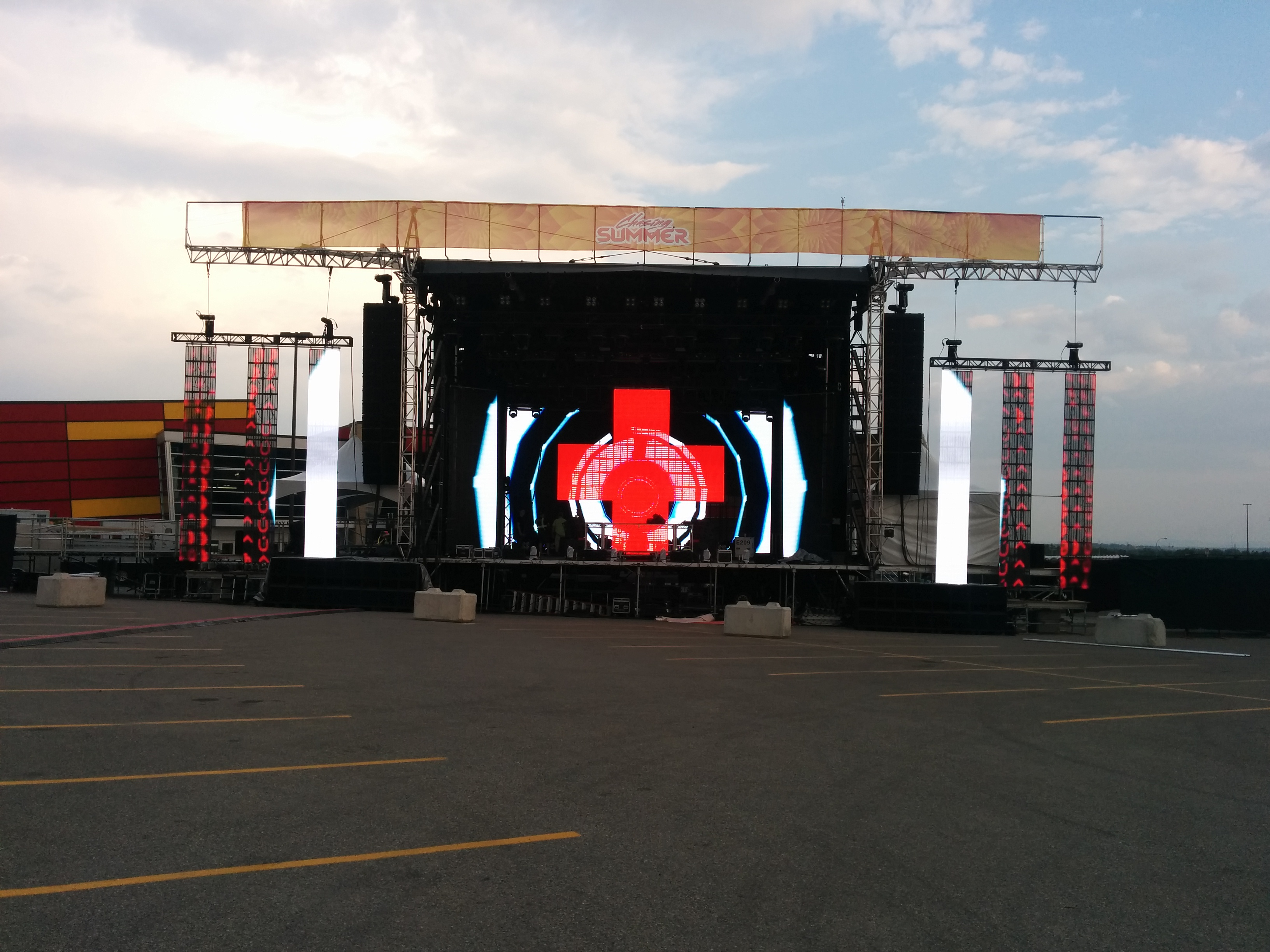 LED screens @ Chasing Summer