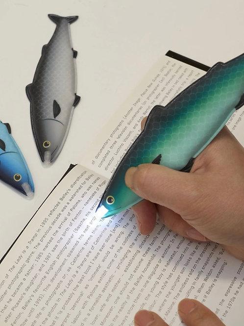 Magnetic fish flashlight