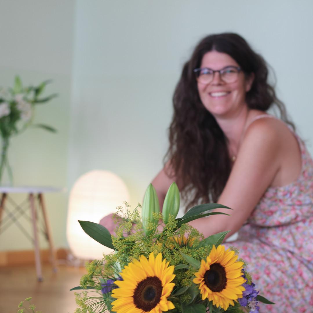 Veronica Schucan mit Blumen im Traum