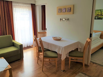 Appartement 5 mit Balkon (01).jpg