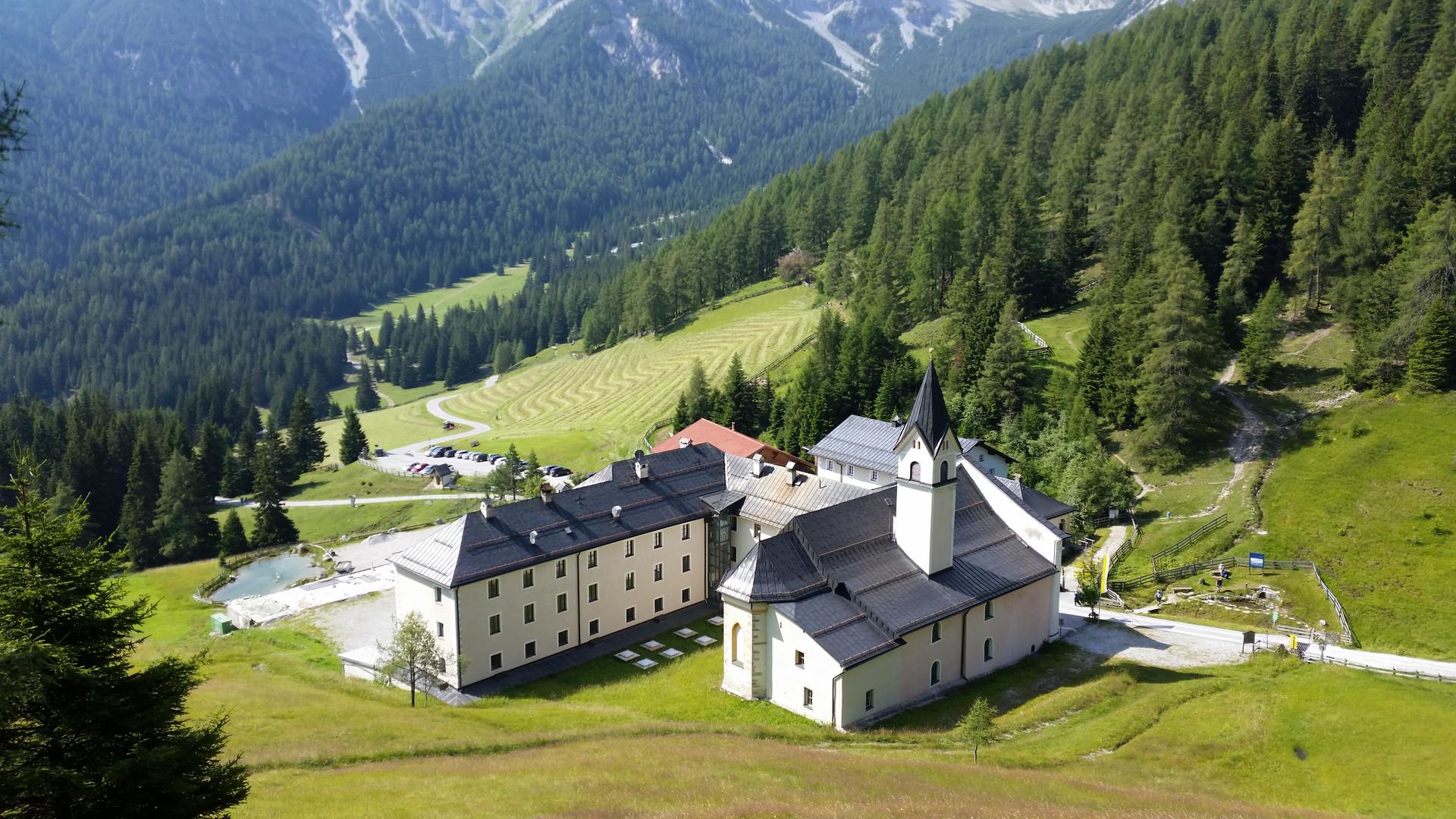 Kloster Maria Waldrast am Fuße der Serles