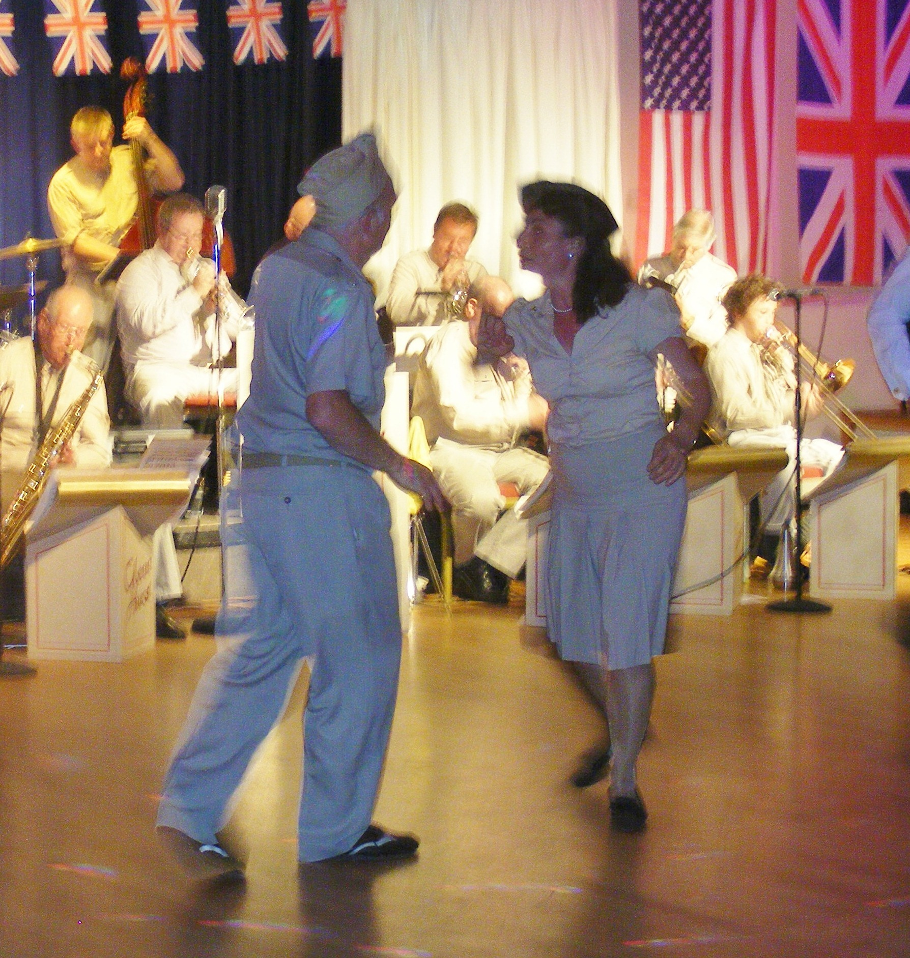 Geoff & Theresa swing dancers