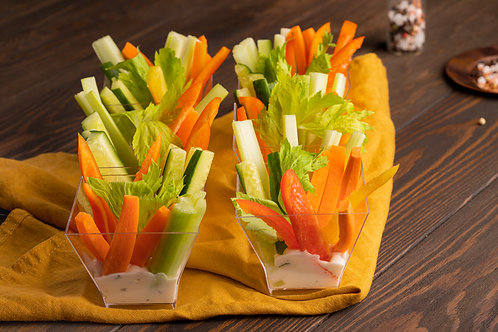 Овощи крудите с белым соусом