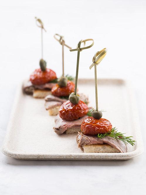 Канапе с ростбифом и вяленым томатом 1шт.
