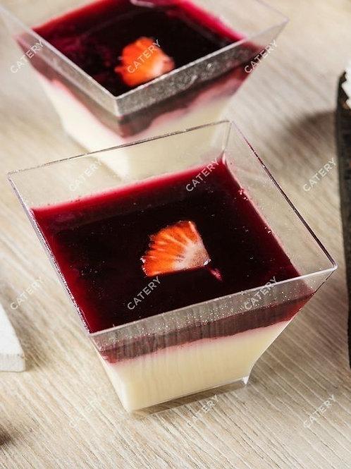 Ванильная Панакота с ягодным соусом в веррине.