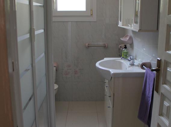 Dusche/WC zu Schlafzimmer 2