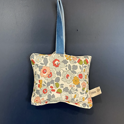 Lavender Door Hanger - Liberty Blue