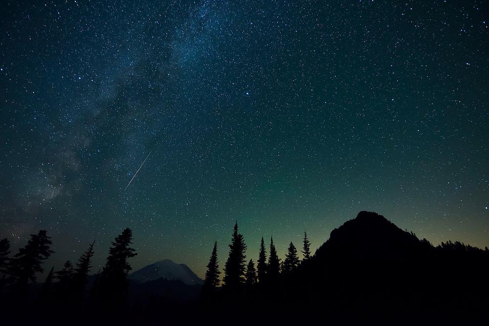 2015 Perseid Meteor Shower at Mt. Rainier via Flickr by trismi