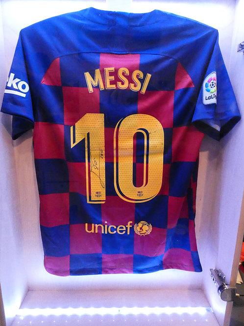 Lionel Messi aláírt FC Barcelona mez