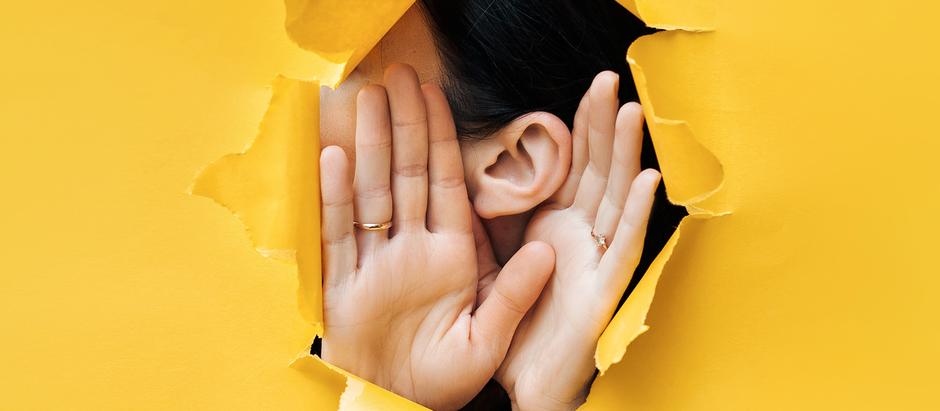 Todos querem o seu ouvido.