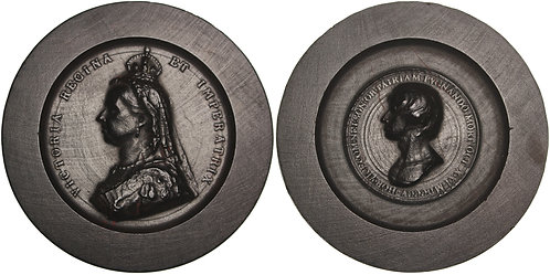 100649  |  GREAT BRITAIN. Victoria with Horatio Nelson wooden Medal.