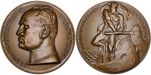 101605  |  ITALY. Benito Mussolini Art Deco bronze Medal.