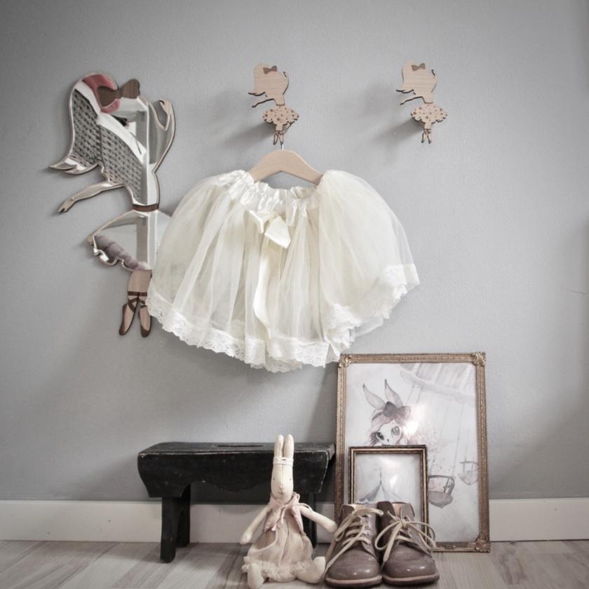 Speil og knagger med ballerina motiv fra Maseliving.