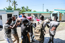 After Haiti Quake, Thousands Seek Scarce Care