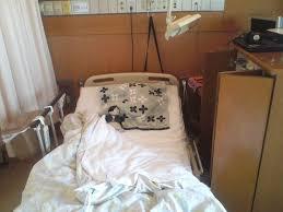 病院や施設では規則正しい生活ができない