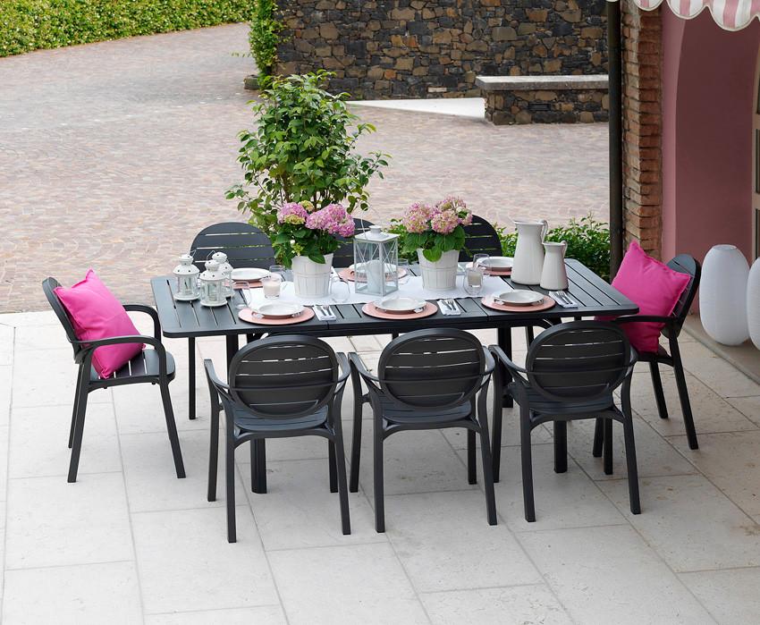 ריהוט גן - סידור שולחן לגינה