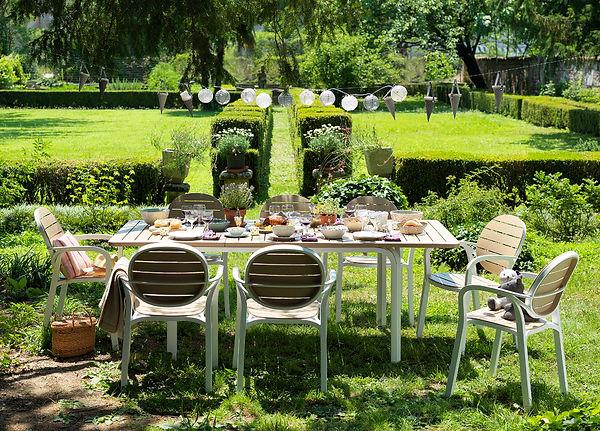 ריהוט גן שולחן הגדלה אלורו וכיסאות פלסטיק פלמה