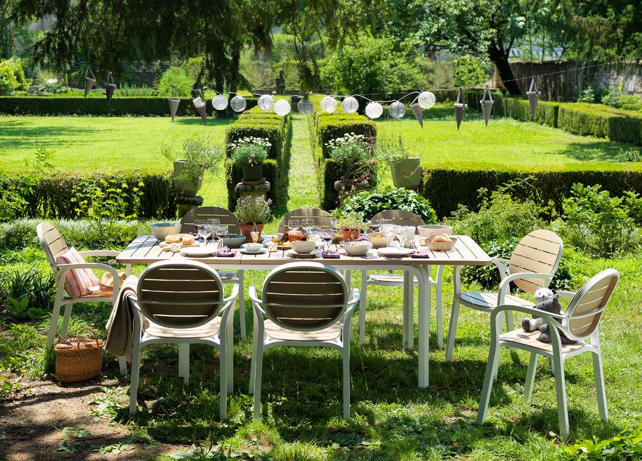 ריהוט גן בתוספת עיצוב שולחן וינטג'