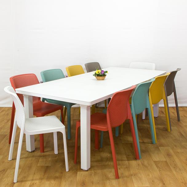 שולחן לבנטה כיסאות ביט