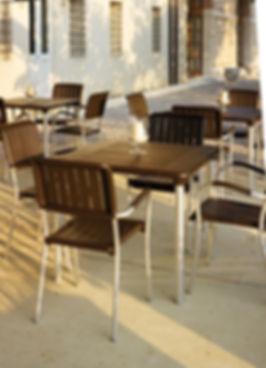 ריהוט גן לבתי קפה או מסעדות תוצרת איטליה