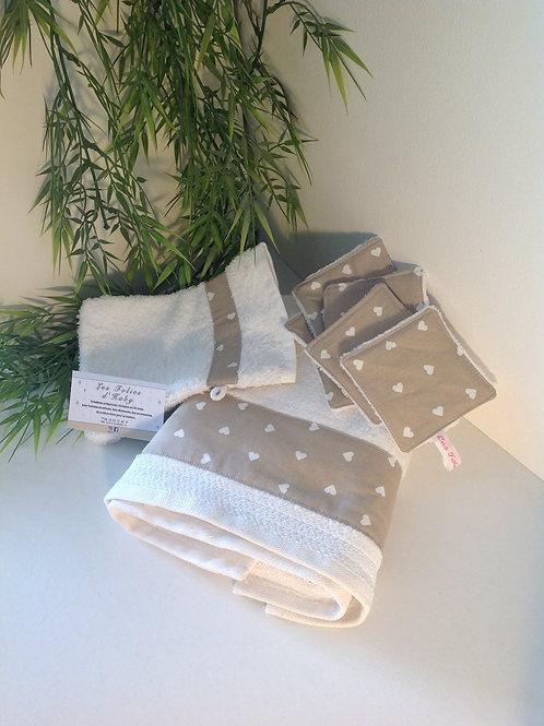 Ensemble serviette, gants et lingettes petits coeurs