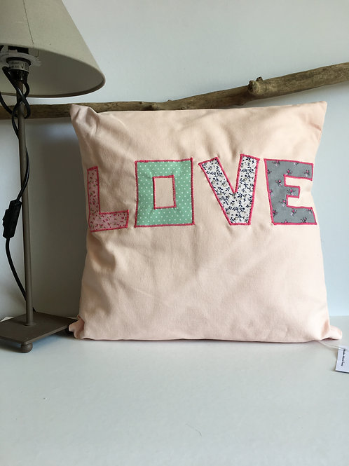 Coussin LOVE rose