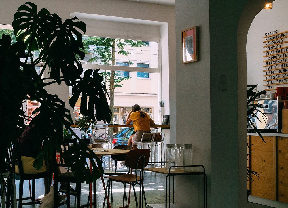 Woman working in a cafe.