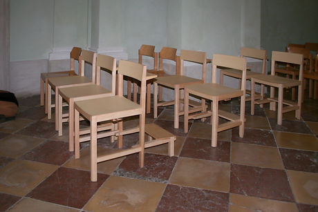Kirchenstühle.jpg