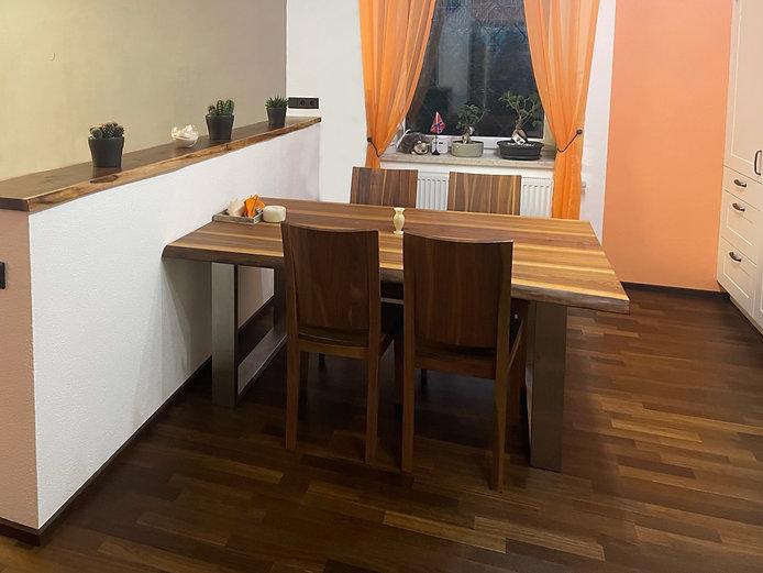 Nusstisch mit Waldkante nach Maß