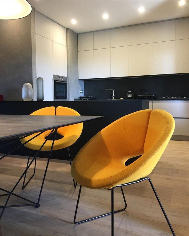 Il giallo si è impossessato di me..e dei miei clienti 💛 #yellowmood #mustardlove ._._._#arabellaroc