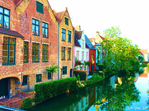 Brugge: Cute Streets and Tasty Eats!