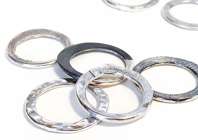 anillos plata textura y fuego