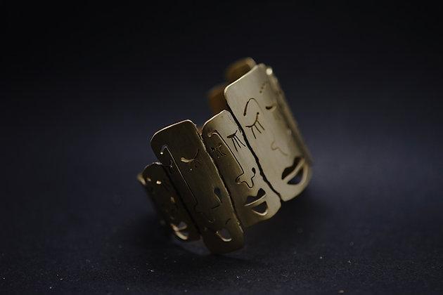 Brazalete caritas bronce
