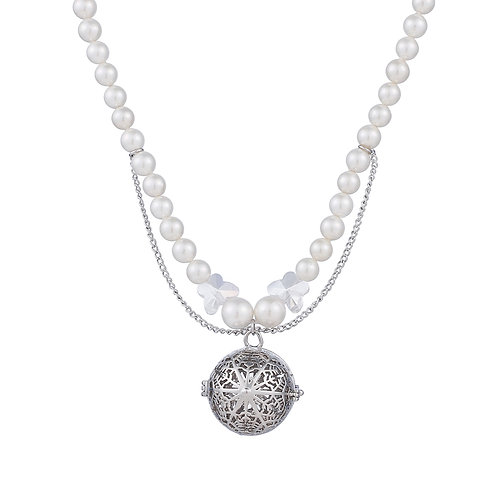 Snowflakes Peal Necklace